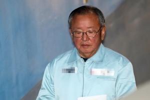 """'MB 실세' 강만수, 2심서 징역 5년 2개월로 형량 늘어…""""반성 없다"""""""