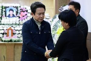 [서울포토] 세월호 미수습자 합동 분향소 찾은 남경필 경기도지사