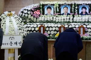 [서울포토] 세월호 미수습자 합동분향소 조문하는 시민들