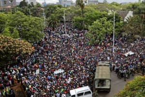 무가베 하야 거부에 거리 나온 짐바브웨 시민들