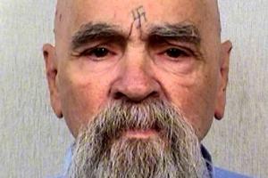 '20세기 최악살인마' 찰스 맨슨, 종신형 중 83세로 자연사