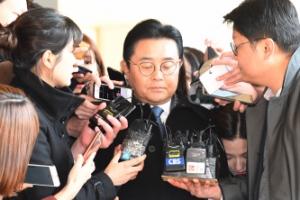 검찰, '롯데 뇌물' 전병헌 구속영장…文정부 고위직 처음
