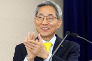 KB금융 '윤종규號 2기' 출범…사외이사 선임안 내년 재공방