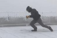 시속 175km 강풍 몸소 체험한 관측소 직원