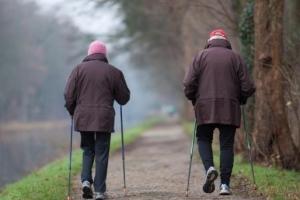 """""""걷는 속도 느리면 치매 가능성 높아"""" 연구결과 발표"""
