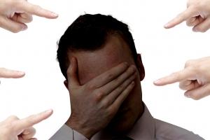 거짓 성추행 대자보에 교수 자살…제자 실형
