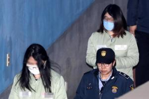 [포토] 법정 향하는 '인천 초등생 살해' 10대들…항소심 첫 재판