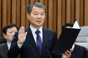 [서울포토] 선서하는 이진성 헌법재판소장 후보자