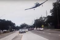 미국 도로 위 경비행기 추락 순간
