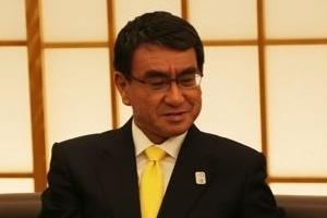 """일본 외무상 """"위안부 합의 변경시 한·일관계 관리 불가능"""""""