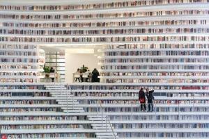 [핵잼 라이프] 이 수많은 책들이 실제가 아닌 사진!
