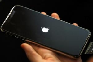 아이폰X 첫날 7만대 개통 추정…번호이동 3만 2000건, 가입자 SK·KT↓ LG↑