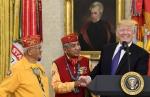 원주민 만난 트럼프… 워런…