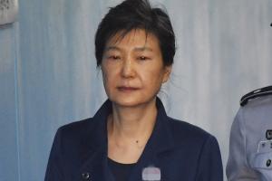 """""""박근혜 건강 확인해달라""""…국선변호인, 구치소에 사실조회 신청"""