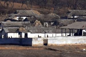 [서울포토] 분주히 움직이는 북한 주민들