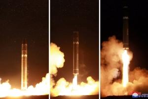 [포토] 북한, '화성-15' 미사일 발사모습 공개