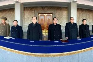 북한, 화성-15형 발사 자축…평양서 축포 쏘고 군중집회 열어