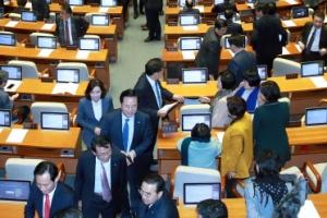 국회 본회의 개의 후 곧바로 정회…예산처리 지연