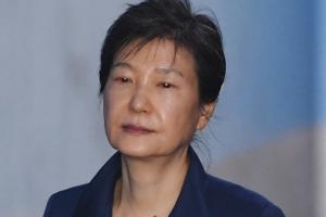 """박근혜 구치소 근황 공개, 도태우 전 변호인 """"아프리카 걱정했다"""""""