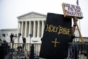웨딩케이크 둘러싼 미국 동성애 '문화전쟁'…대법원서도 팽팽