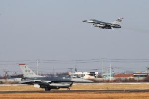 [서울포토] '비질런트 에이스' 훈련중 이동하는 F-16 전투기