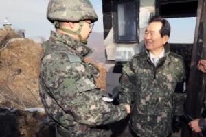 [서울포토] 정세균 국회의장, 전방 초소 찾아 초병 격려