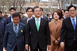 [서울포토] 문재인 대통령, '노원 에너지제로 주택' 방문