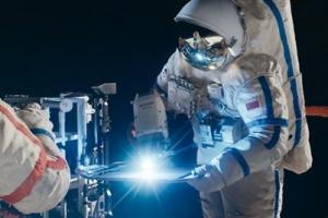 [지금, 이 영화] '스테이션7', 우주 속 불가능한 미션, 결국 해낸 두 남자의 실화