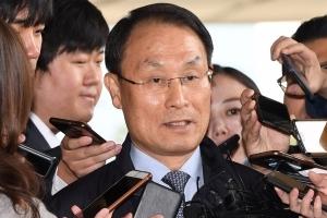 국정원이 준 靑여론조사비…박근혜 재판서 증인 진술 엇갈려