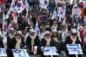 박근혜 탄핵소추 1년…'석방 촉구' 대규모 태극기 집회
