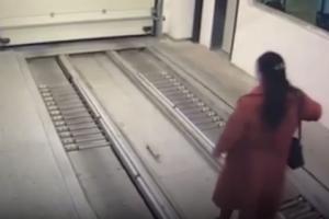 '여기는 어디?' 스마트폰 보며 걷다가 기계식 주차장에 들어간 여성