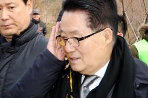 """안철수 팬클럽회원에 계란 맞은 박지원…安 """"옳지 못해"""""""