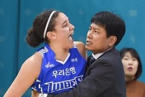어천와-해리슨, 여자농구 코트서 '난투극'