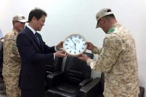 임종석 비서실장, UAE 아크부대 파병장병 격려…문 대통령 시계 선물