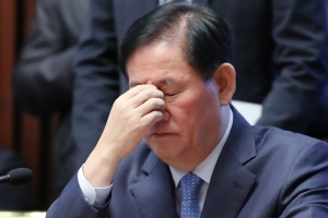 """최경환, 국정원 돈 1억원 부총리 집무실서 받아…""""고맙다 전해달라"""""""