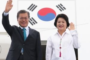 김정숙 여사, 中 소셜미디어에 詩 '방문객' 낭송