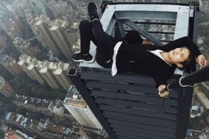 """중국 루프탑 클라이머 62층 추락 사망 """"결국 상금에 눈 멀어"""""""