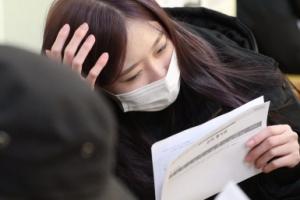[서울포토] 수능 성적표 받아들고 고민에 빠진 학생들