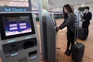 카메라가 얼굴·여권 '무인 심사'… ICT 적용 출국 수속 20분 단축