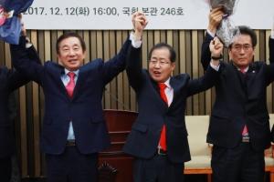 """한국당 새 원내대표에 김성태 의원…홍준표 """"오늘부터 친박 없다"""""""