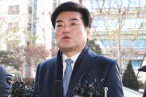 [서울포토] '정치자금법 위반' 혐의 원유철 의원, 검찰 출석