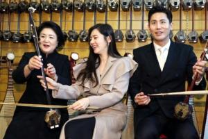 김정숙 여사, 우블리 부부와 중국 전통악기 '얼후' 체험