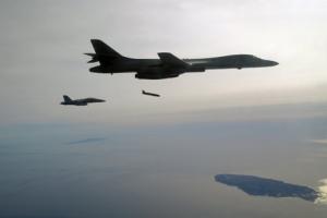 美 전략폭격기 '랜서,' 장거리 스텔스 대함미사일 장착 눈앞에
