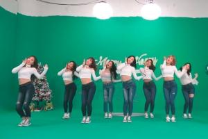 크리스마스 느낌 물씬…트와이스 '하트셰이커' 안무 영상 인기