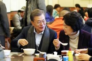 문 대통령, 베이징 서민식당에서 빵·두유로 아침식사