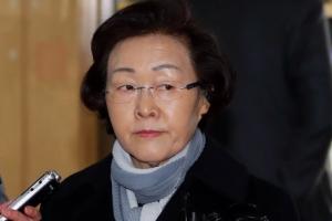 '횡령·취업청탁 의혹' 신연희 구청장 경찰 출석…묵묵부답