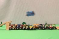 [별별영상] 장난감 기차의 놀라운 묘기