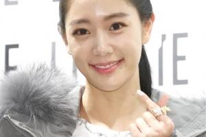 [포토] 클라라, 달콤한 미소와 손하트 '심쿵'
