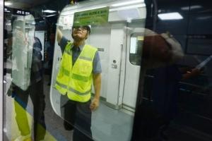서울 경전철 우이신설선 단전으로 3시간째 운행 중단