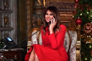 [포토] '메리크리스마스' 빨간 원피스 입은 멜라니아 트럼프